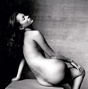 08-kate-moss-slideshow_143916404594
