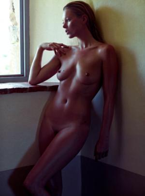 Kate-Moss-Pirelli2-e1323198880231