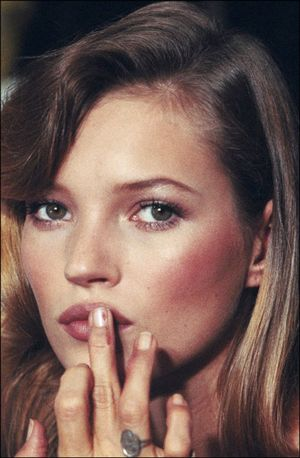 Kate-moss-finger