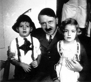 2008_02_hitler_and_unknownChildren
