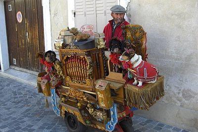 1.1241190720.3_the-organ-grinder