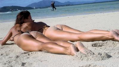 Sexy-girls-on-beach