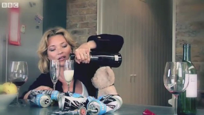 2011-03-Misery-Bear-Kate-Moss-Video-Comic-Relief.0