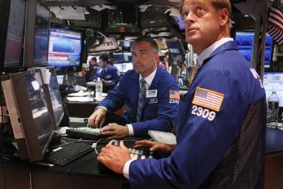 145619-traders-look-up-at-the-days-gain