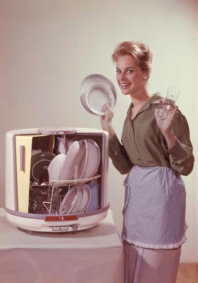 D10-dishwasher-advert-elu000406-980x1400