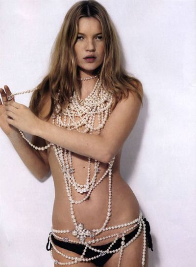 Kate-moss-chanel-pearls1