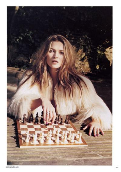 Kate-moss-chess-rza-juergen-teller-500x707