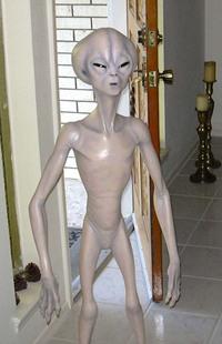 Roswell_alien_prop